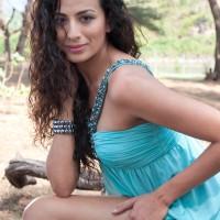 Sexy hot pics of Pia Trivedi of HUM, TUM SHABANA