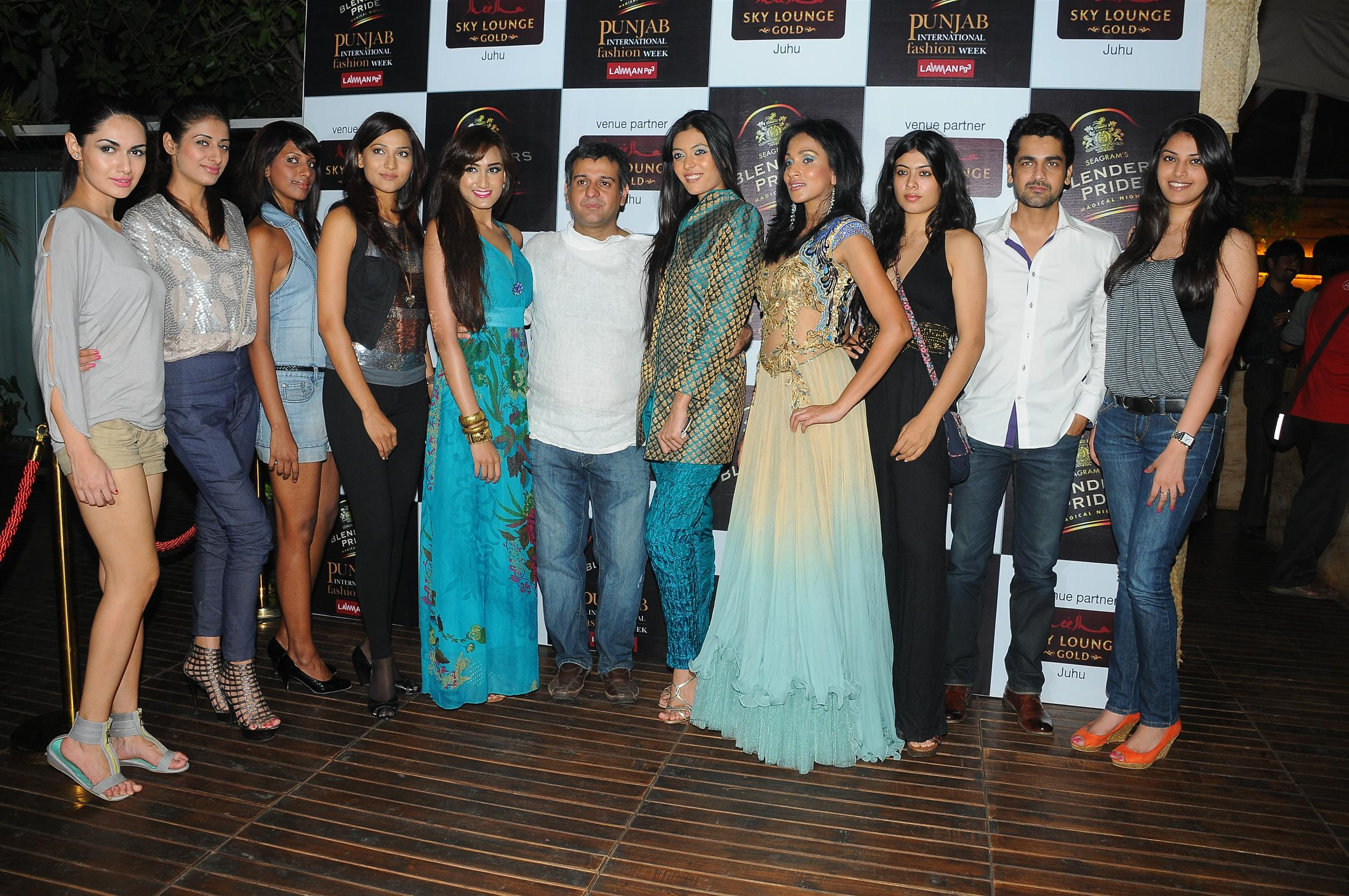 - 5-gaurav-sharma-with-models-and-desogners-dsc_4799