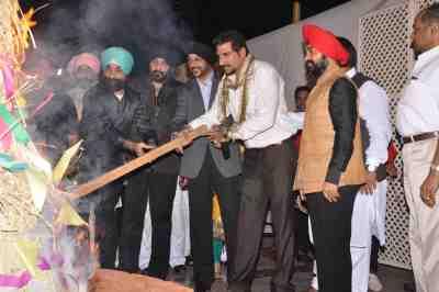 CEO-Sony-NB-Singh,-Mukesh-Rishi-and-Charan-Singh-Sapra