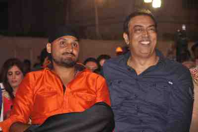 Harbhajan-Singh-With-Vindu-Dara-Singh-At-Lohri-Di-Raat
