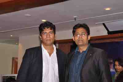 Haroon-Rashid-with-Satish-Reddy-at-The-City-That-Never-Sleeps-Bollywood-Hunt