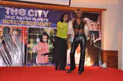 Loungue-Fernandez-with-Yvetta-Shaw-at-The-City-That-Never-Sleeps-Bollywood-Hunt.jpg2