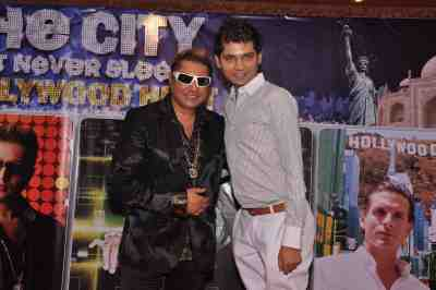 Taz-of-stereo-Nation-with-Vivek-Mishra-at-The-City-That-Never-Sleeps-Bollywood-Hunt