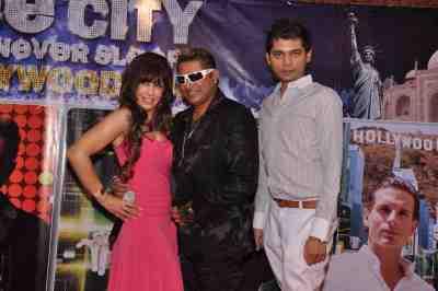 Vandana-Vadera,-Taz-with-Vivek-Mishra-at-The-City-That-Never-Sleeps-Bollywood-Hunt