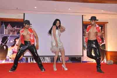 Veena-Malik-The-City-That-Never-Sleeps-Bollywood-Hunt.4