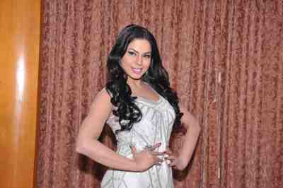 Veena-Malik-The-City-That-Never-Sleeps-Bollywood-Hunt
