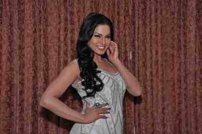 Veena-Malik--The-City-That-Never-Sleeps-Bollywood-Hunt5