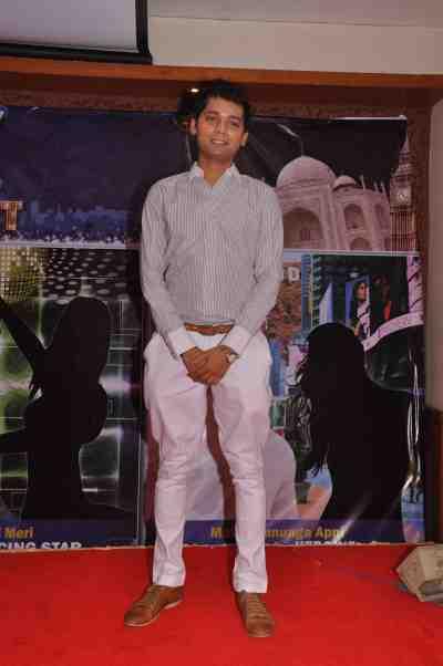 Vivek-Mishra-at-The-City-That-Never-Sleeps-Bollywood-Hunt