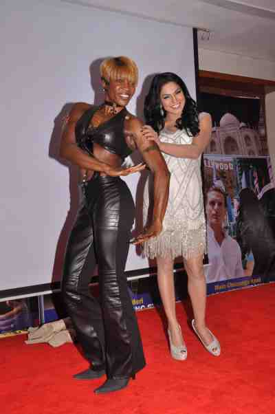 Yvetta-Shaw-with-Veena-Malik-at-The-City-That-Never-Sleeps-Bollywood-Hunt.1