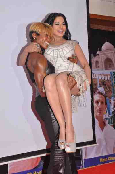 Yvetta-Shaw-with-Veena-Malik-at-The-City-That-Never-Sleeps-Event