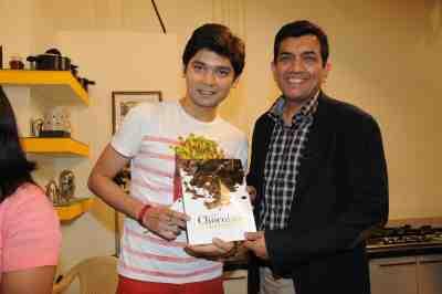15. Vivek Mishra with SAnjeev Kapoor DSC_4448