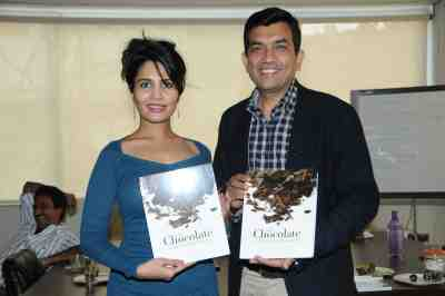 16. Rashna Shah with Sanjeev Kapoor DSC_4050