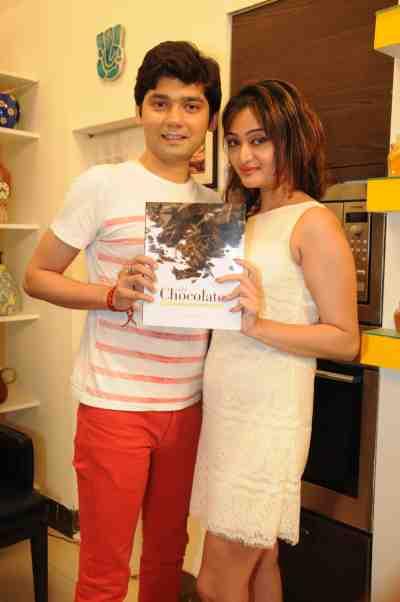 21. Vivek Mishra with a Friend DSC_4346
