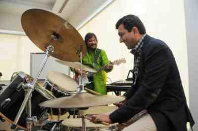 9. Sanjeev Kapoor and Roop Kumar Rathod playing Jugal Bandhi  DSC_3832