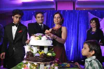 Anniversary Cake cutting by Stockbroker Mahavir Mehta & wife Asha Mehta,