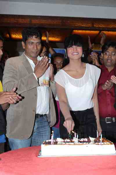 veena malik celebrating her birthday with satish reddy2