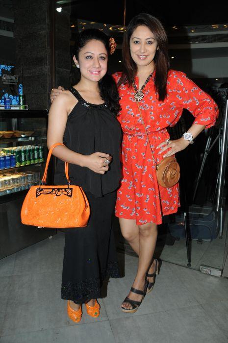 23. Madhuri and Anjali Pandey  DSC_3077