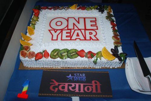 devyani-100-episodes Cake