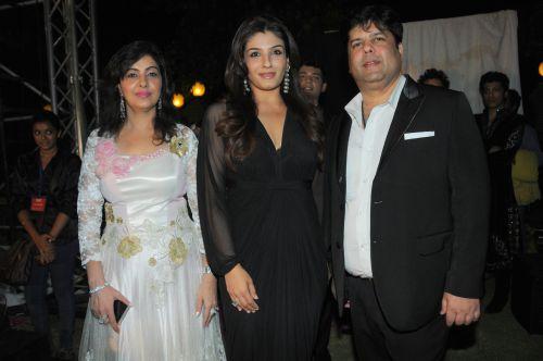 10. Mmonika Arora, Raveena Tandon, with Kapil Arora   DSC_9705