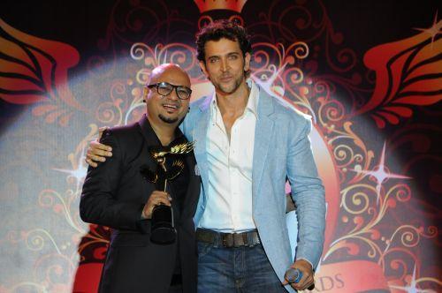 12. Hrithik Roshan awarding Aalim Hakim DSC_9074