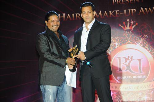 13. SAlman Khan Awarding Raju Nag DSC_9619