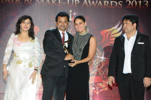16. Mmonika & Kapil Arora along with Kareena Kapoor awarding her Makeup Artist Ritesh Naik DSC_9294