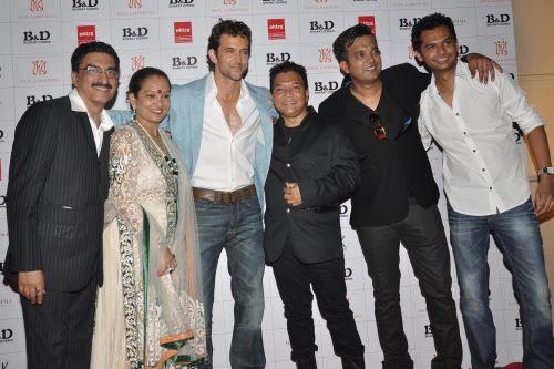 26. Bharat & Dorris Godambe, Hrithik Roshan, Bahadur, Suraj Godambe DSC_0802