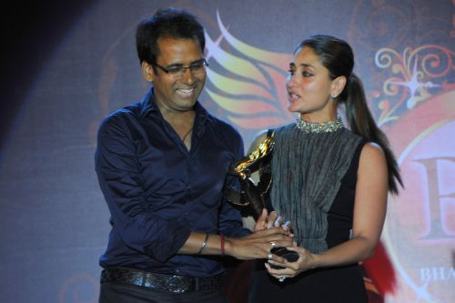 30. Kareena Kapoor awarding Pompy DSC_9180
