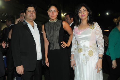9.  Kapil and Mmonika Arora with Kareena Kapoor   DSC_9350