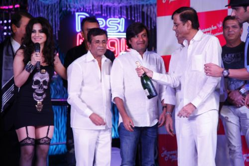 Abass - Mustan opening the bottle of Champagne with the cast