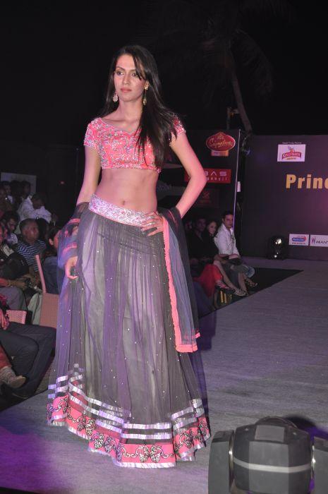 08-Model wearing  Zanaaya Couture by Designer Shouger Merchant Doshi@Sea Princess,Juhu
