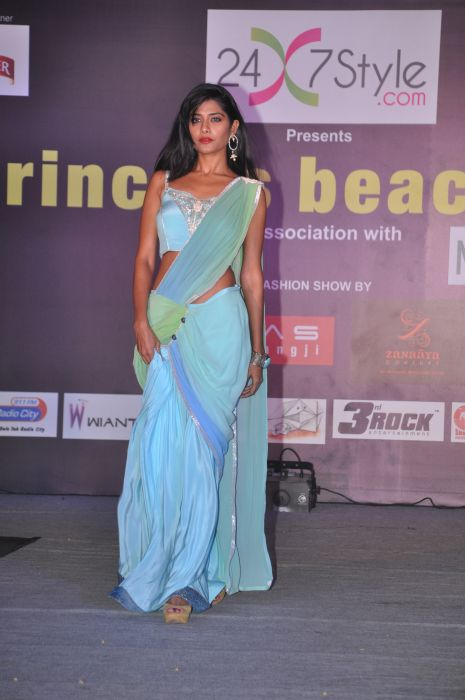 09-Model wearing  Zanaaya Couture by Designer Shouger Merchant Doshi@Sea Princess,Juhu