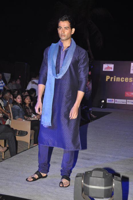 10-Model wearing  Zanaaya Couture by Designer Shouger Merchant Doshi@Sea Princess,Juhu