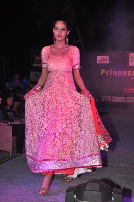 12-Model wearing  Zanaaya Couture by Designer Shouger Merchant Doshi@Sea Princess,Juhu