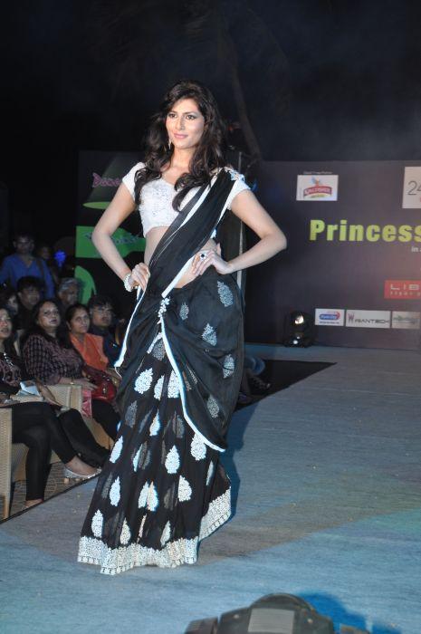 14-Vanya Mishra for  Zanaaya Couture by Designer Shouger Merchant Doshi@Sea Princess,Juhu
