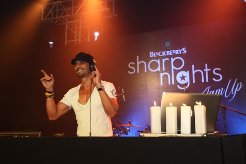 Arjun Rampal playing EDM at Blackberrys Sharp Nights Jam up for summer 13 colection launch1