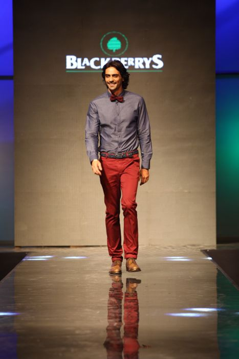 Arjun Rampal walking the ramp in style while donning the Blackberrys summer 13 collection at Blackberrys Sharp Nights