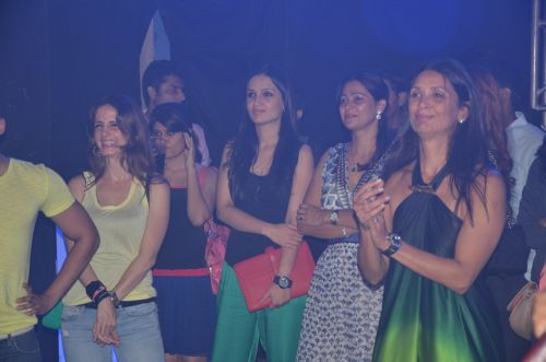 Suzanne Roshan, Anu Diwan and Mehr Jessia Rampal tapping their toes as Arjun Rampal was playing EDM at Blackberrys Sharp Nights Jam up