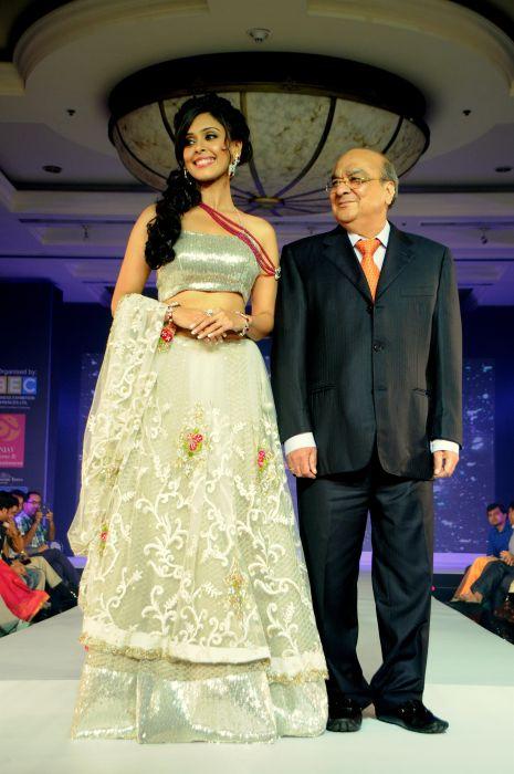 10. Hrishita Bhatt with Amar Ghana Singh DSC_4865