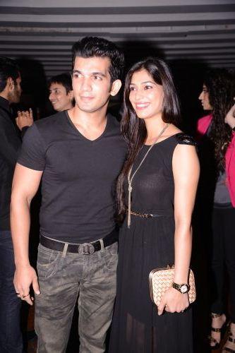 Arjun Bijlani with wife Neha