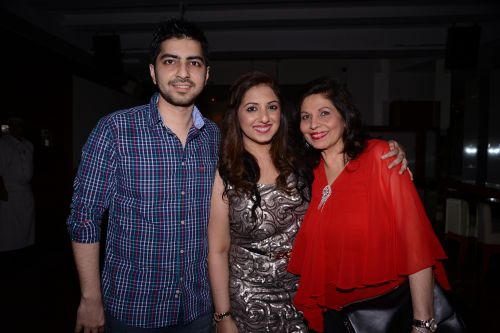 Munisha Khatwani with brother and mother