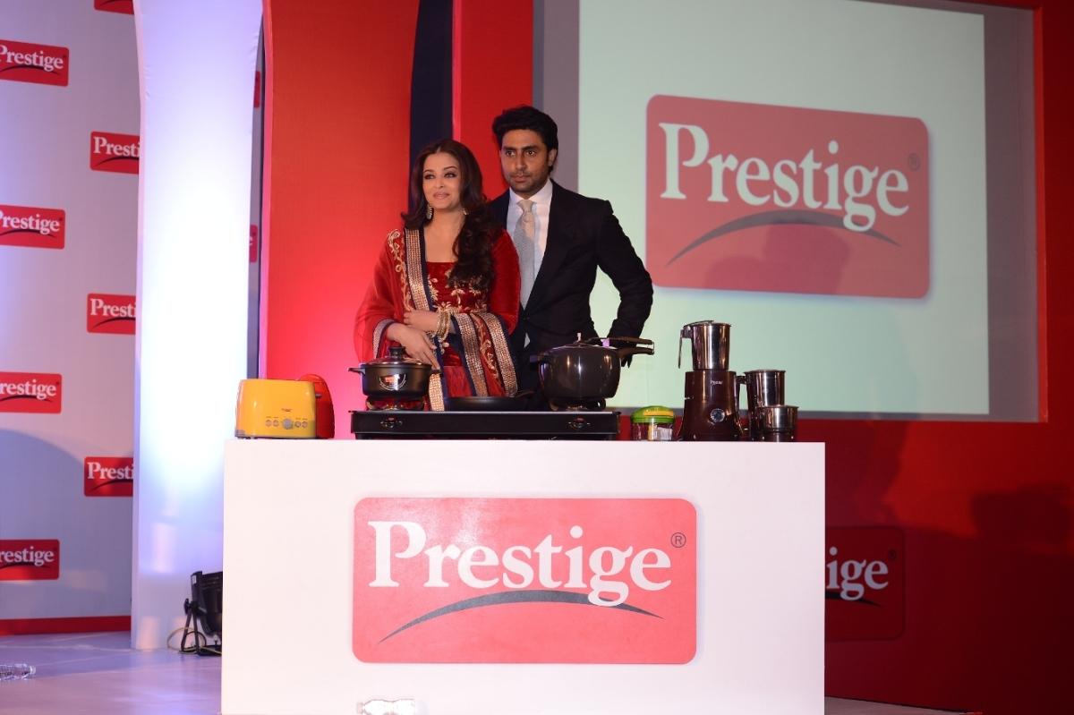 Aishwarya Rai Bachchan and Abhishek Bachchan, the brand ambassadors of TTK Prestige (2)