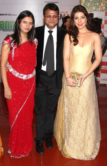 Megha Agarwal, Vibhu Agarwal & Anisa at Baat Bann Gayi premiere