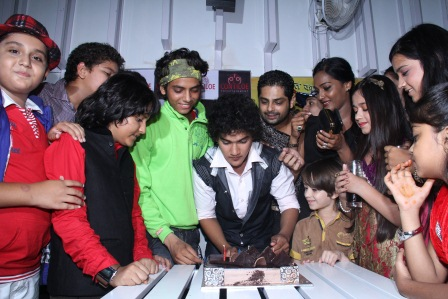 Cake Cutting ceremony of 200 episodes of Contiloes' Maharana Pratap