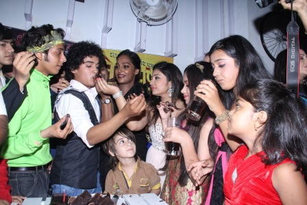 Cake cutting of 200 episodes of Contiloes' Maharana Pratap