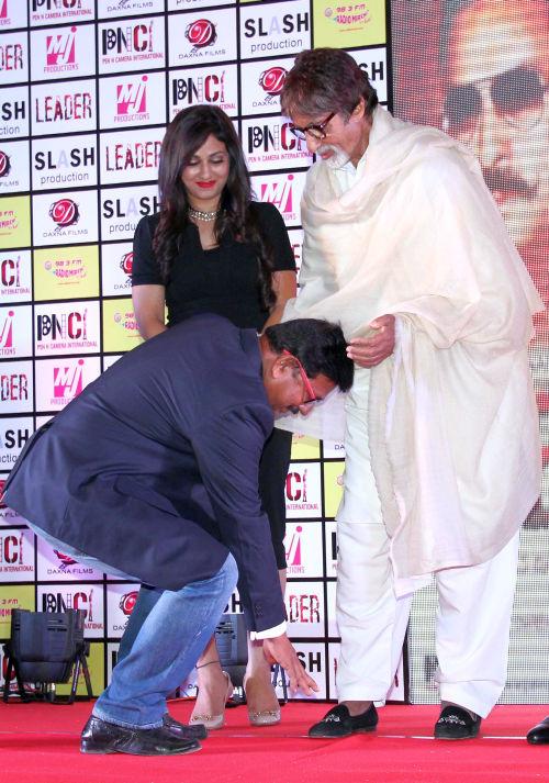 Producer Deepak Sawant with Mr amitabh Bachchan (1)
