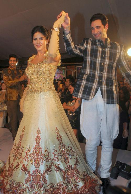 42. Sunny Leone with Daniel Weber DSC_1197