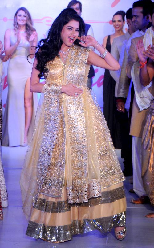 10. Bhagyashree walking the ramp  for Designer Amy Billimoria  DSC_2342