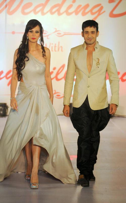 16. Harmeet & Sunaina Singh walking the ramp  for Designer Amy Billimoria  DSC_1686