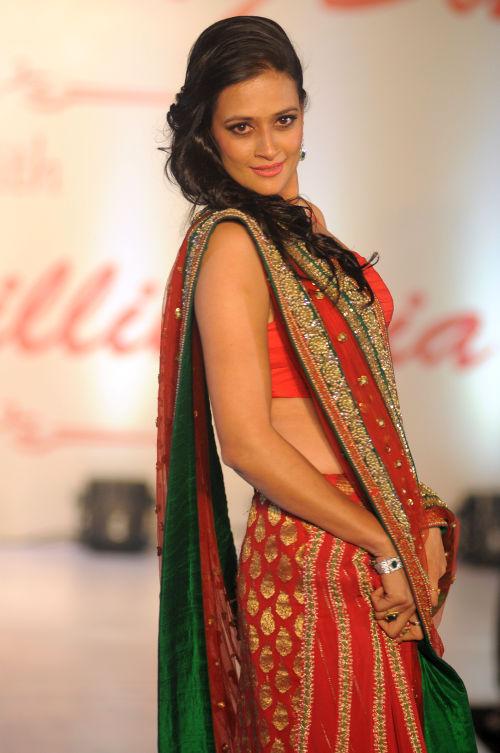 17. Jasveer Kaur walking the ramp  for Designer Amy Billimoria  DSC_1965